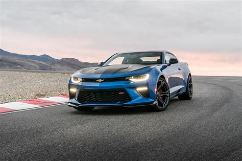 Chevrolet Camaro Ss 1le by 2017 Chevrolet Camaro V 6 1le And Ss 1le And Track