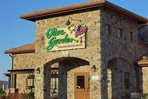 olive garden y olive garden manager gets high company honor hyattsville times