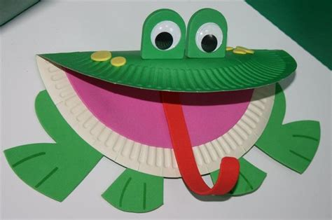 how to make craft with paper plates paper plate frog animal crafts frogs
