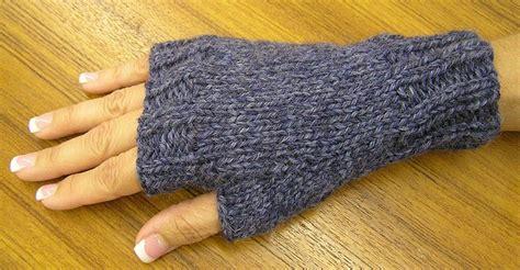 fingerless mittens knitting pattern 25 best ideas about fingerless mitts on