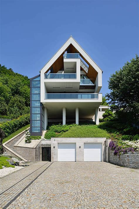 Sloped Lot House Plans a house on a slope connects to its surroundings through a