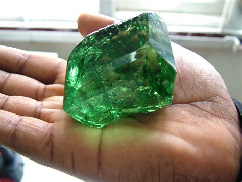 large gemstone size top color clean tsavorite discovered in east africa