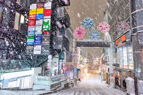 in tokyo tokyo snow 2016 snow on the streets of tokyo s harajuku