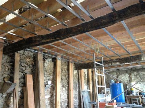 r 233 aliser un plafond en plaque de pl 226 tre sur rail m 233 tallique bricolerenove fr