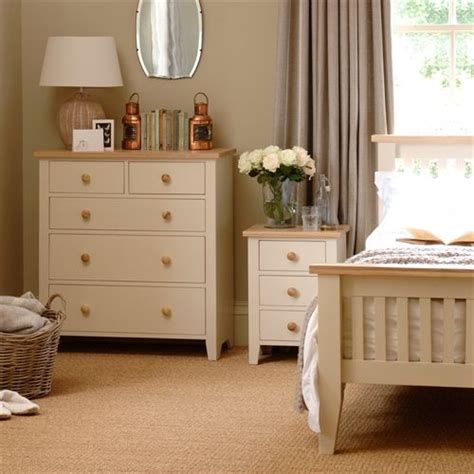painted bedroom furniture sets 1000 ideas about painted bedside tables on