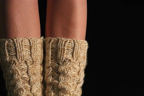 chunky socks knitting pattern chunky cabled legwarmers boot socks free knitting pattern