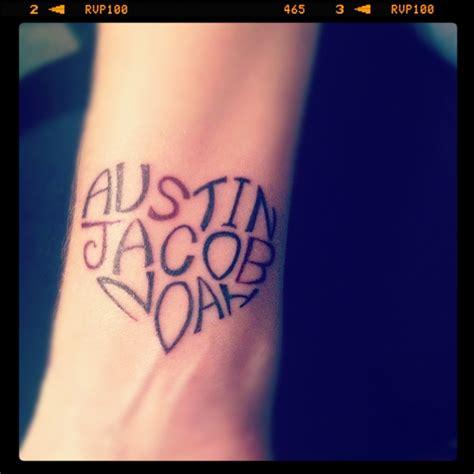 wrist name tattoo ideas