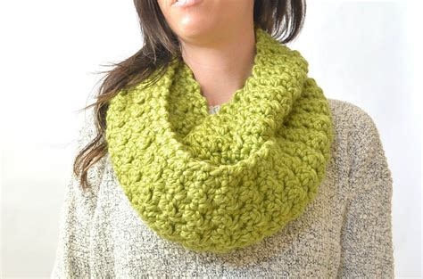 how to knit chunky infinity scarf chunky squishy crochet infinity scarf pattern in a
