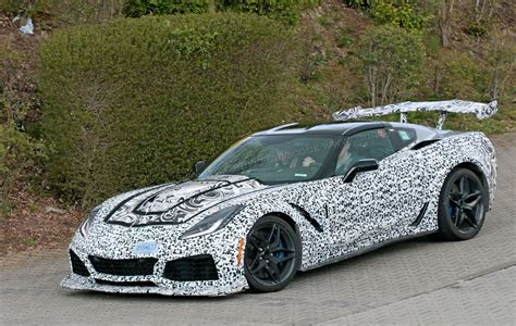 New Corvette Zr1 by New Corvette Zr1 Steps Out With World S Most Rear