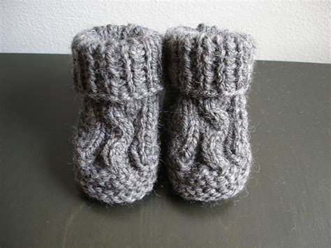 baby booties knit knit cabled baby booties free knitting pattern
