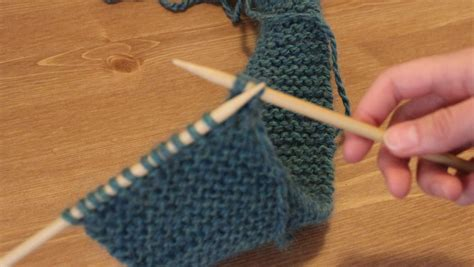 how to finish a knit stitch finishing knitting how to bind needles and how