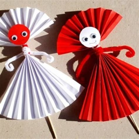 paper doll craft ideas 17 best ideas about construction paper flowers on