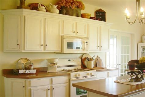 white paint kitchen cabinets how to paint kitchen cabinets antique white manicinthecity