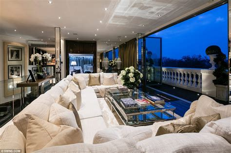 Cheap Apartments In Nyc For Rent 1 Bedroom london penthouse once home to rihanna and tom cruise for