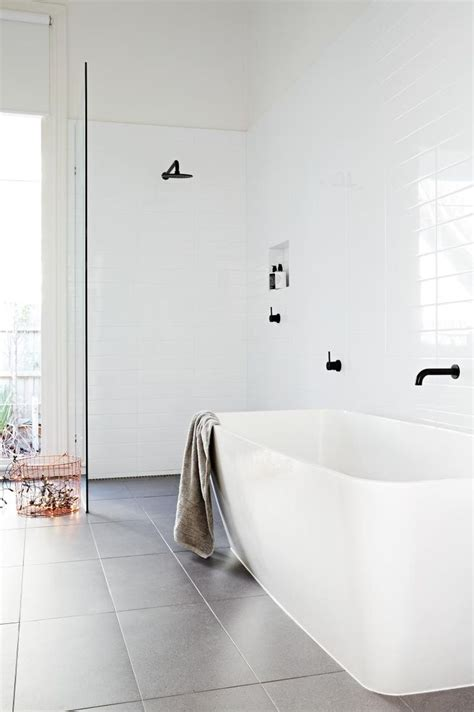 Simple Small Bathroom Ideas by 25 Best Ideas About Simple Bathroom On Bath