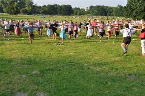 Lederhosentraining München Englischer Garten der bierbauch muss weg lederhosen in berchtesgaden