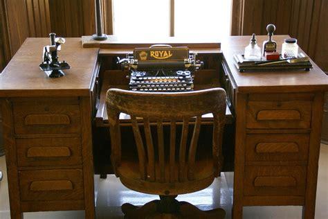 antique typewriter desk free photo typewriter desk typewriter free image on