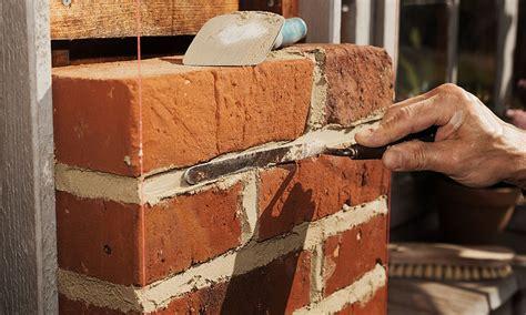 comment monter un mur en brique