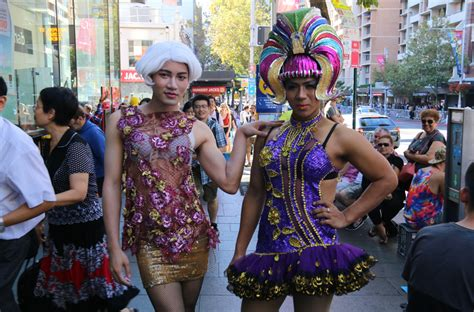 what is mardi gras mardi gras 2016 oxford awash with colour and