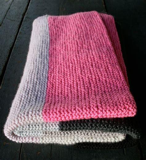 beginning knitting patterns best 25 beginner knitting blanket ideas on