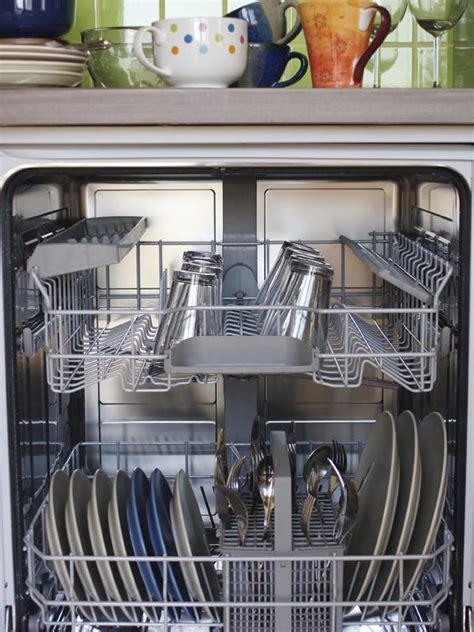 nettoyer lave vaisselle 13 astuces miracle au bicarbonate pour tout nettoyer dans la