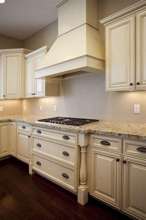 and light kitchen cabinets 25 best ideas about cabinets on