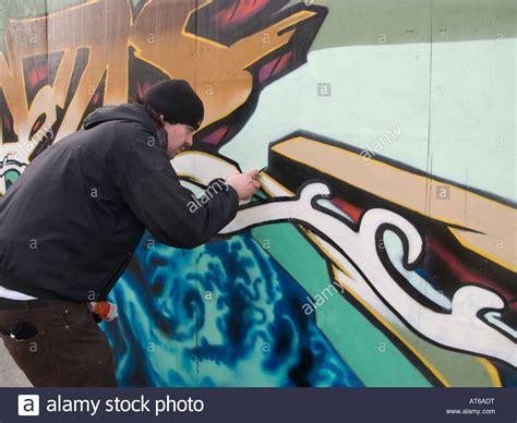 spray painter liverpool spray painted graffiti images
