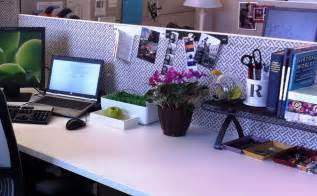 decorating your office desk office cubicle decor 5491