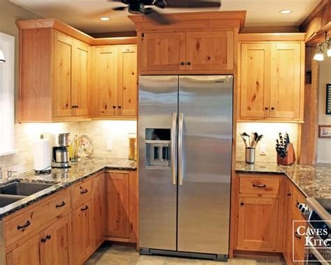 best paint colors for kitchens with pine cabinets best 25 knotty pine cabinets ideas on pine