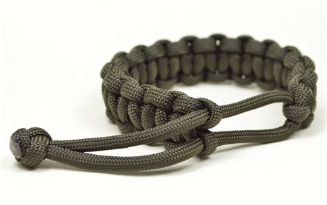 how to make paracord jewelry make a mad max style paracord survival bracelet the ori