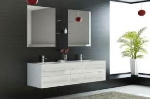 salle de bain avec meuble jaune