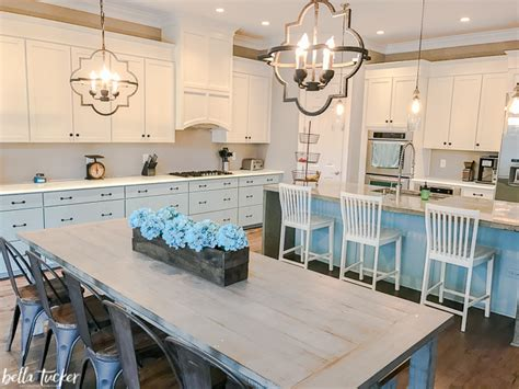 kitchen cabinets different colors kitchen cabinets two different paint colors
