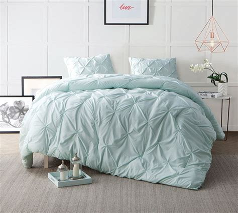 comfortable comforter sets 25 best ideas about oversized king comforter on