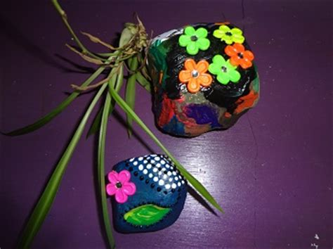 paper weight craft niftynnifer s crochet crafts painted rock paper weight