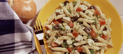 salade de p 226 tes 224 la grecque recette plaisirs laitiers