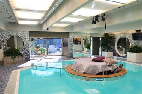 piscina dentro de la habitacion impresionantes fotos de salas con la piscina alrededor