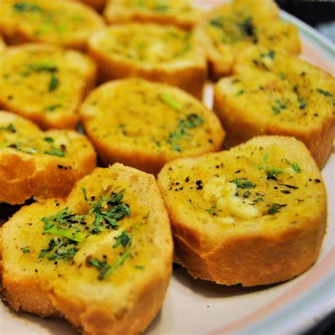 garlic bead herbed garlic bread the mai kitchen