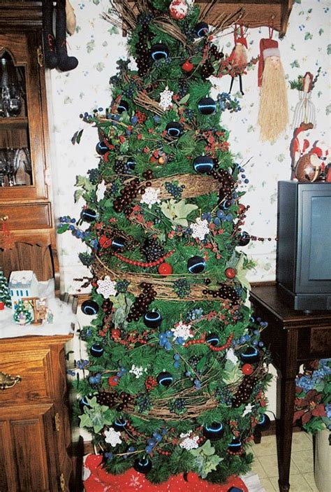 5 tree decorating ideas reader s digest