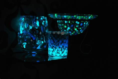 glow in the powder to mix with paint stand and deliver glow jars