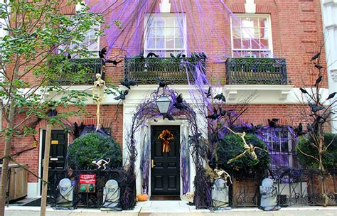 when do the decorations come in new york in new york newyorkcity uk