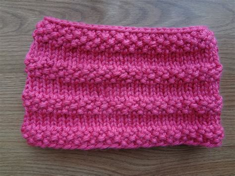 free cowl knitting patterns fiber flux free knitting pattern bubblegum cowl