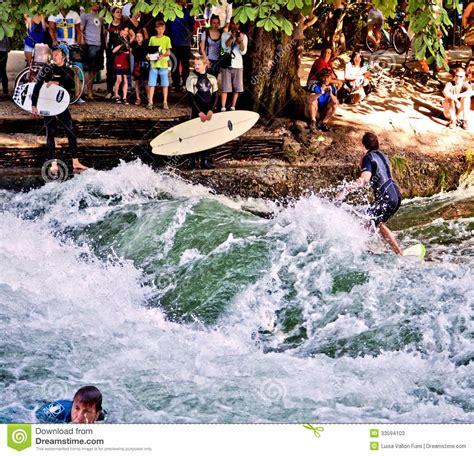 Englischer Garten München Fluss by Surfen An Englischer Garten In M 252 Nchen Redaktionelles
