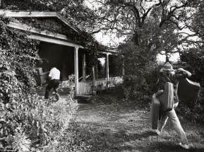 Gardening Documentaries Grey Gardens Is Listed For 19 95 Million Daily Mail