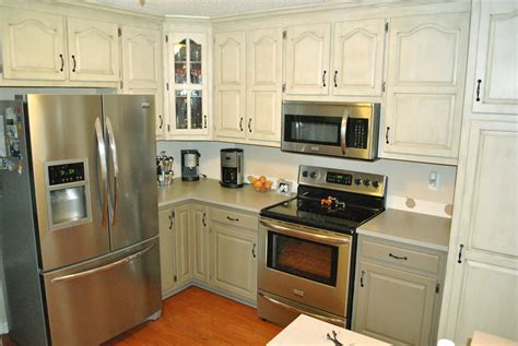 paint kitchen cabinets two colors 2 tone painted kitchen cabinets pictures to pin on