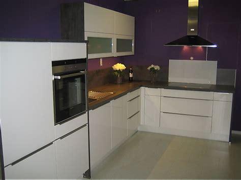 küchen mit theke 3194 nobilia musterk 252 che hochglanz lack wei 223 ausstellungsk 252 che