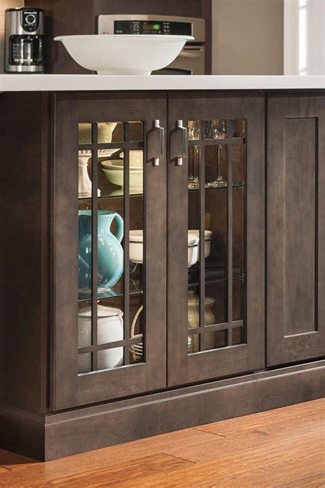 base cabinet doors base mullion cabinet doors aristokraft cabinetry