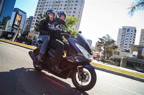 Pcx 2018 Cor Azul by Honda Pcx 2018 Chega Em Novas Cores Moto Adventure