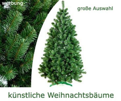 weihnachtsbaum aus plastik christbaum kaufen aufstellen und entsorgen baumportal