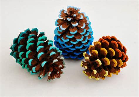 pine cone crafts whimzeecal diy friday ombre pinecone tutorial
