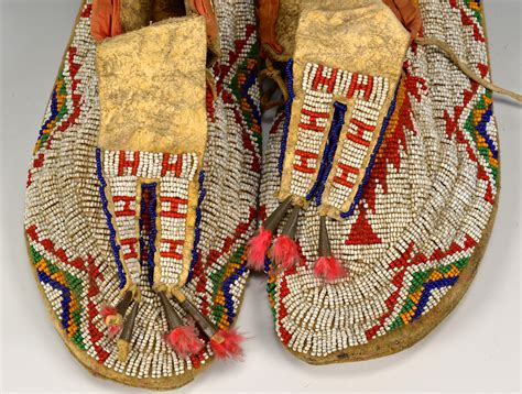 beaded american moccasins lot 528 pair of american beaded moccasins
